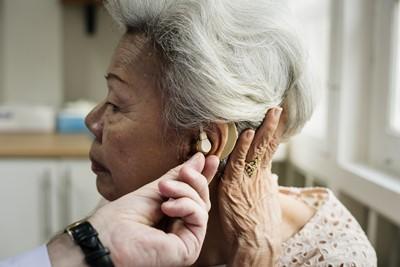 ירידה בשמיעה בגיל מבוגר