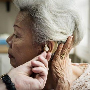 ירידה בשמיעה בגיל מבוגר – איך מאבחנים ומה ניתן לעשות?